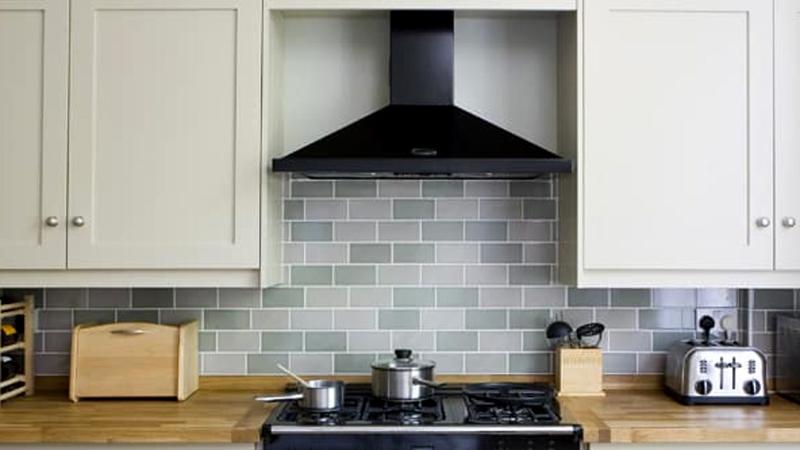 محل قرار گرفتن هود در  آشپزخانه - اندازه مناسب هود - هود به کابینت متصل شه یا دیوار؟